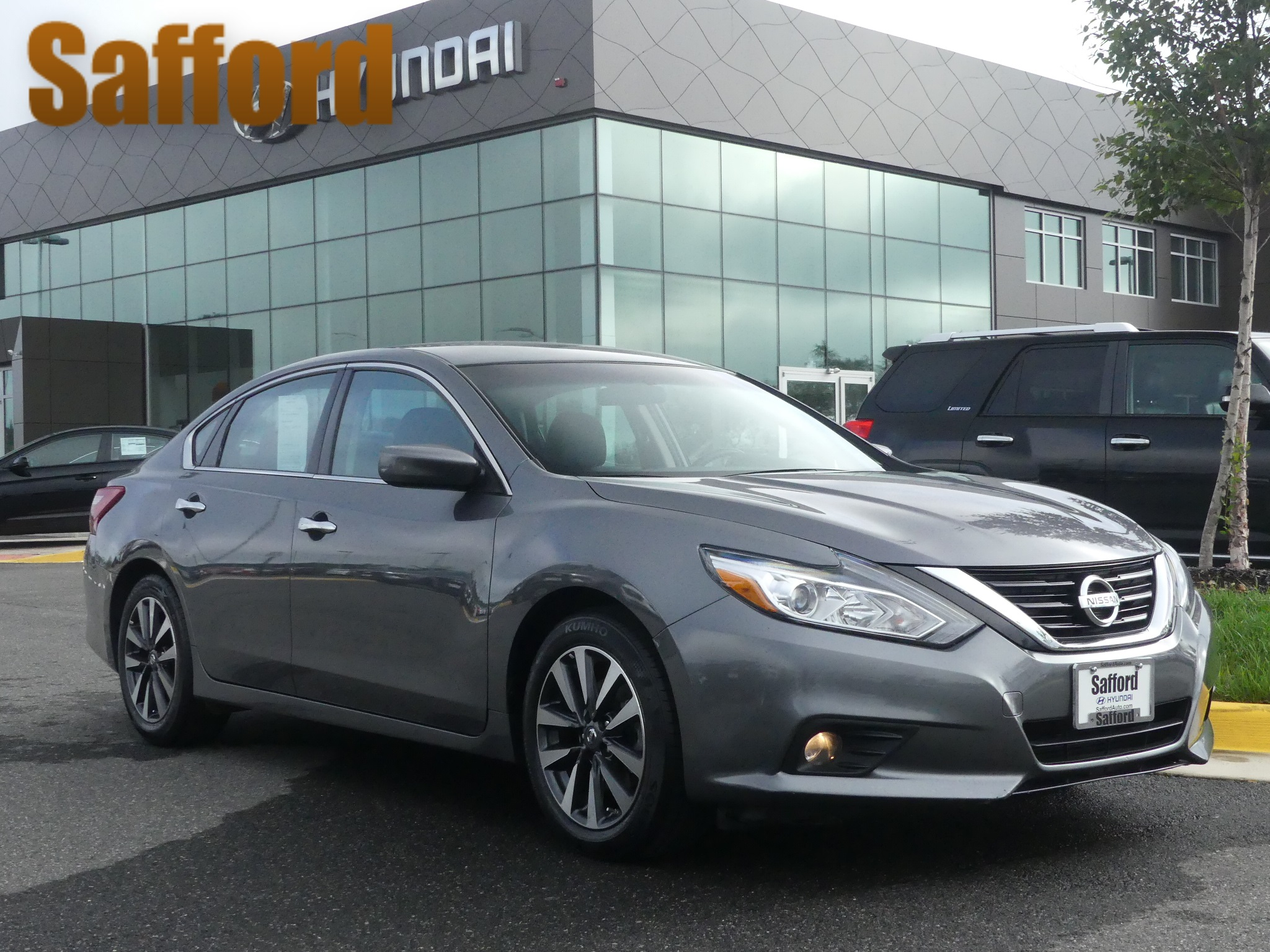... Front Wheel Drive 4dr Car. Pre Owned 2017 Nissan Altima 2.5 SV